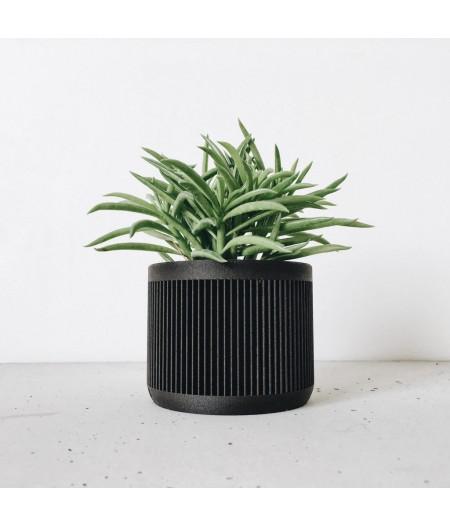 Cache pot noir pour plantes vertes et captus