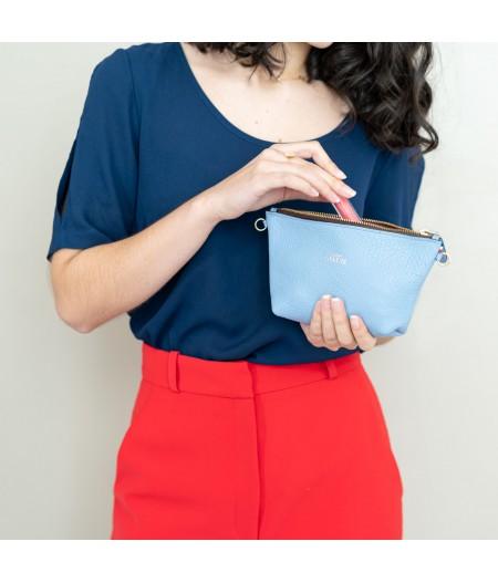 Pochette en cuir grainé bleu lavande